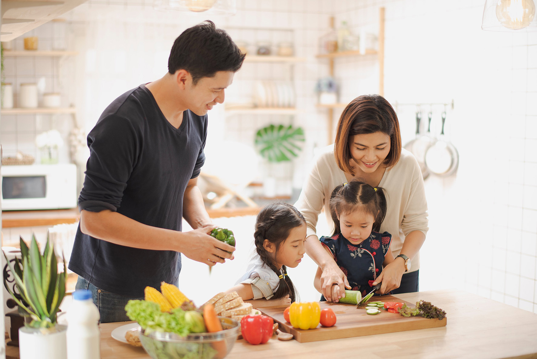 Healthy Living | Family preparing healthy meal for better imunity